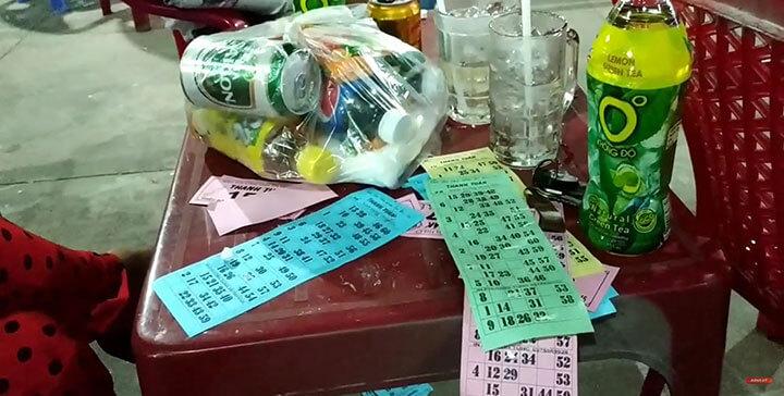 Hát loto hội chợ