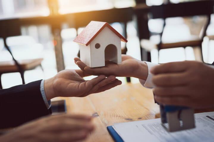 Nằm mơ thấy bán nhà