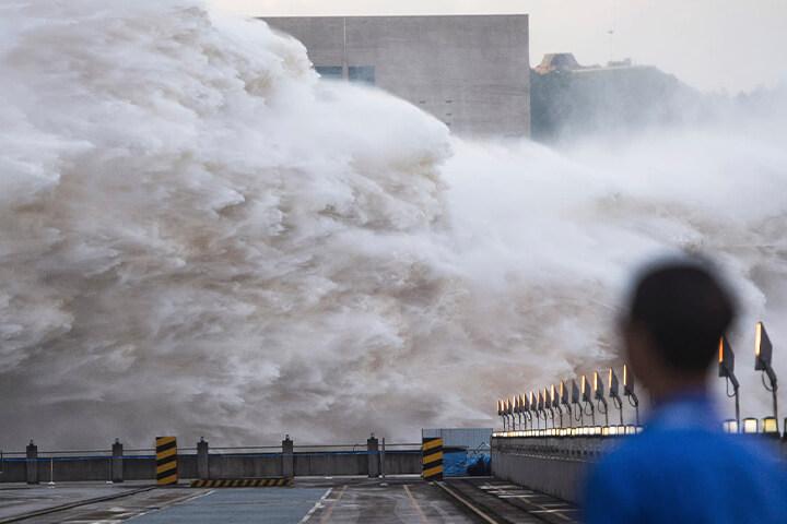 mơ thấy sóng thần