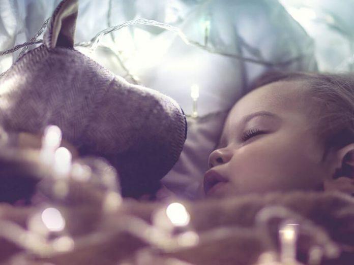 nằm mơ thấy bé trai