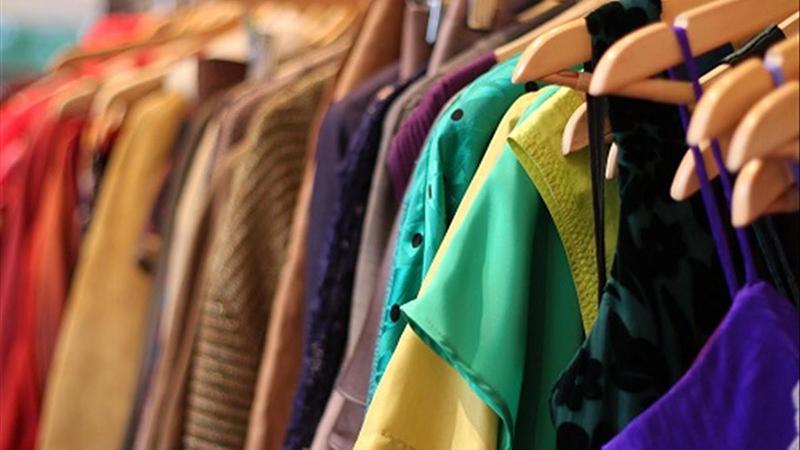 Nằm mơ thấy quần áo cũ xấu xí, rách nát thường sẽ là dấu hiệu bạn đang đi sai hướng trong những kế hoạch của mình