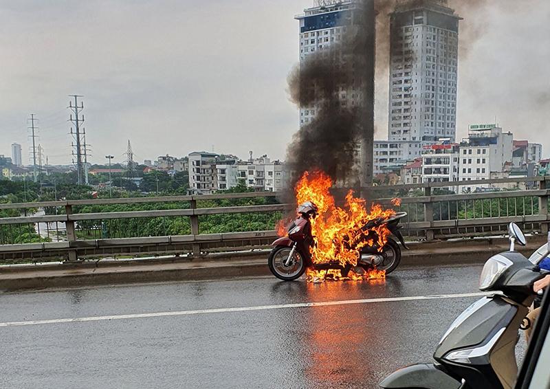 Nằm mơ thấy cháy xe máy nên đánh con gì?